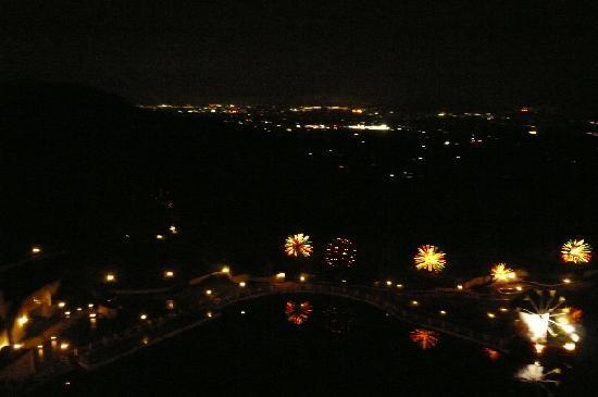 Marugame, Japon : 部屋から見た夜景