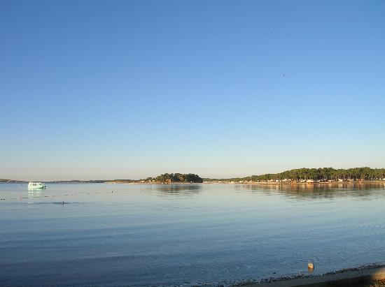 vista del mare di medulin dalla spiaggia