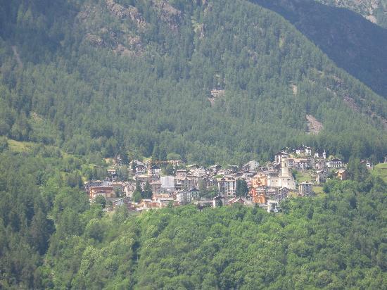 Chiesa In Valmalenco, Italien: Utsikt över byn