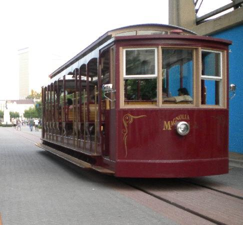 Courtyard Shreveport-Bossier City/Louisiana Boardwalk: free trolly