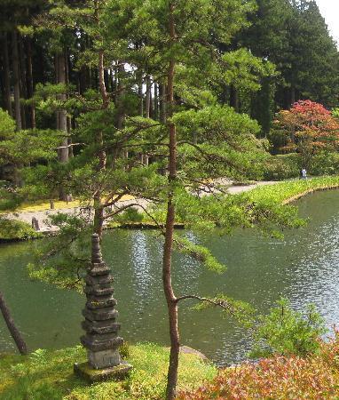 Furumine Jinja : 庭園内の池