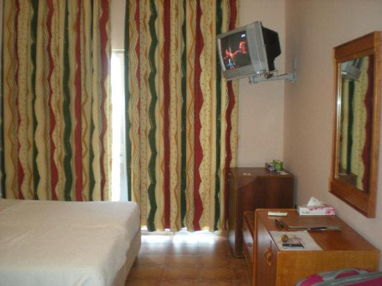 Rest House Tyr Hotel & Resort: Notre chambre correcte