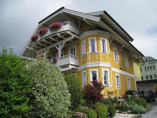 Villa Klothilde : vue extérieure du bâtiment d'acceuil et salle petit déjeuner