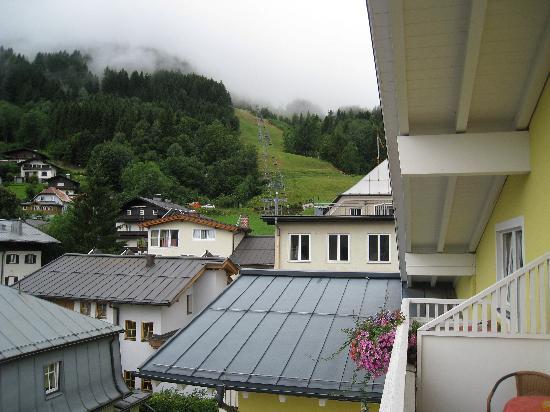 Villa Klothilde : vue de la chambre sur la montagne par temps nuageux !