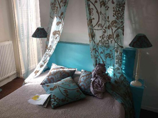 Hotel Saint-Yves: le lit