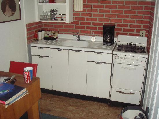 The Motor Lodge: Apartment - Kitchen