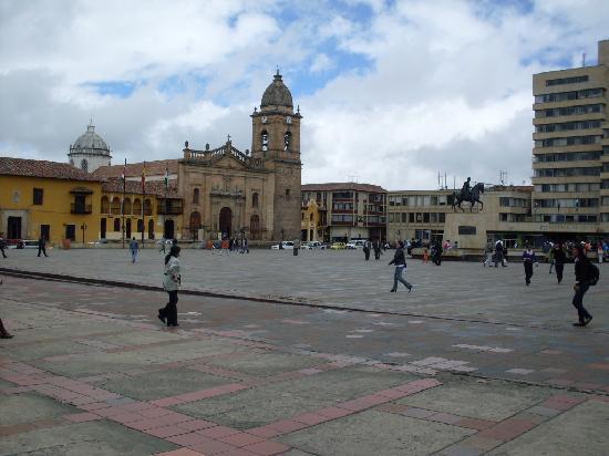 Tunja, Colombia: Costado Oriental de la Plaza Mayor de Bolivar