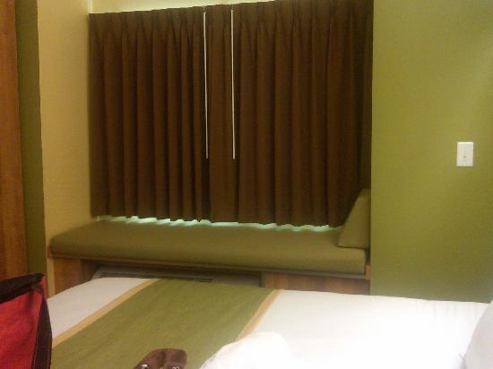 Microtel Inn & Suites by Wyndham Opelika: Window Seat over AC unit