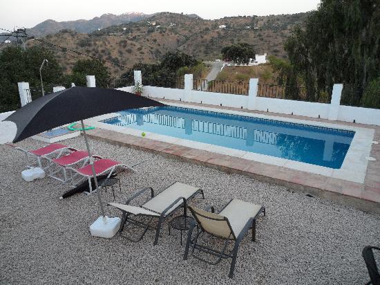 Casa Colina: Pool and terrace
