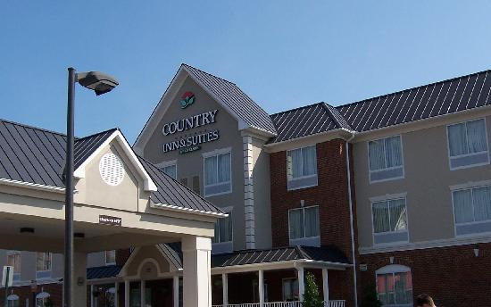 Country Inn & Suites By Carlson, Richmond West at I-64: entrance to hotel