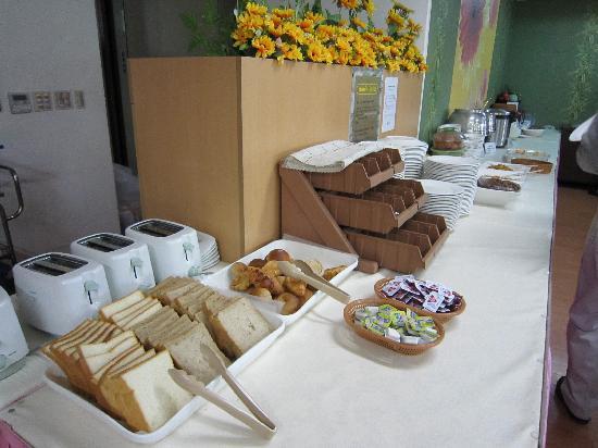 M Chereville Serviced Apartment: 朝食