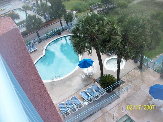 Roxanne Towers: pool view