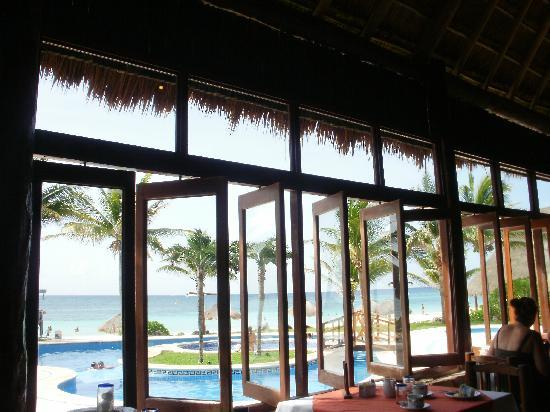 Mahekal Beach Resort: view from breakfast,,,great view..wonderful breeze
