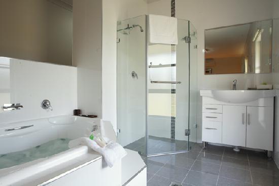 Talga Estate: Unique, open style en-suites in every room