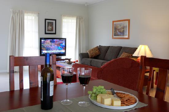 Talga Estate: Spacious lounge and dining rooms