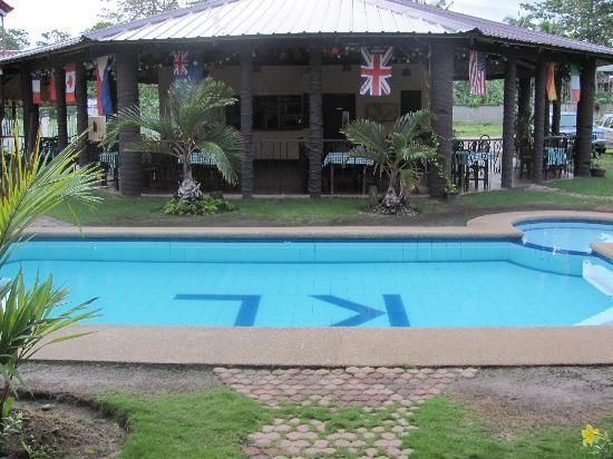 Kingston Lodge: 1 of two pools at Kingston
