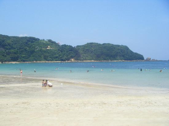 Shimoda, Japón: Family friendly and broad sands perfect for castles!
