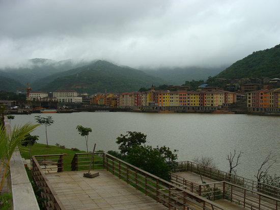 Lavasa, India: view of water front shaw hotel