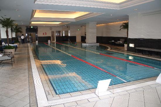 The Ritz-Carlton, Osaka: Indoor swimming pool