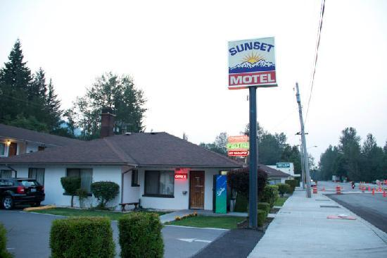 sunset motel 2