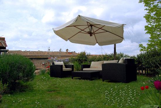 Hotel etruria fr n 591 kr volterra italien omd men - Giardino sul tetto ...