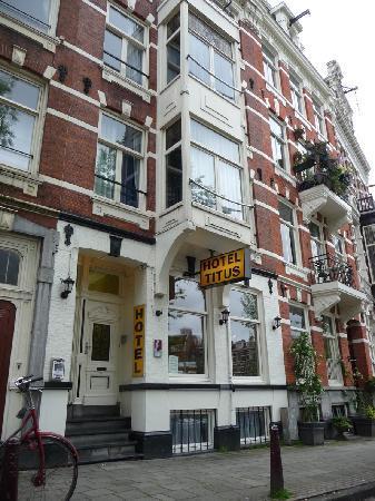 Hotel Titus: das Hotel zur Straßenseite