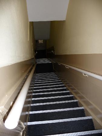 Hotel Titus: die seehr steile Treppe (hier über 2 Etagen)