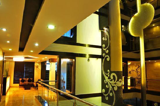 Hotel Delhi Pride: reception
