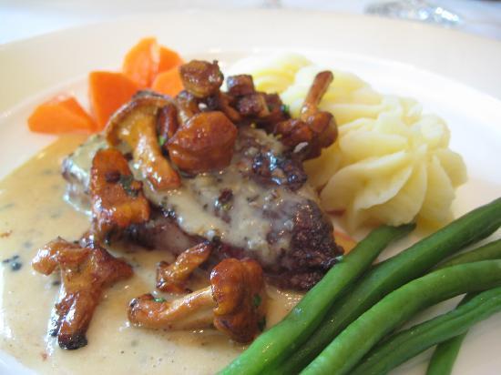 Deck 7 Market Restaurant: US Prime Beef mit Aromaten