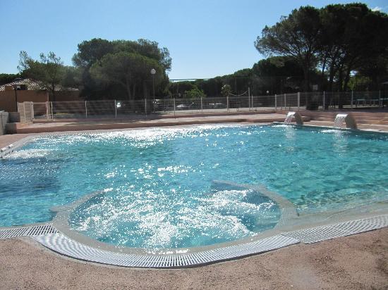 Parc Saint James Oasis Village : piscine