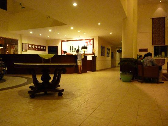 Hulhule Island Hotel: ロビー