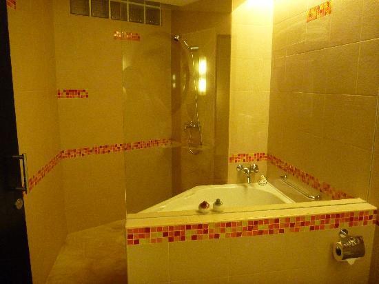 Hulhule Island Hotel: 風呂