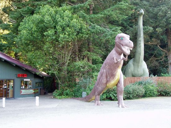 Prehistoric Gardens: Main Entrance- you can see from the road