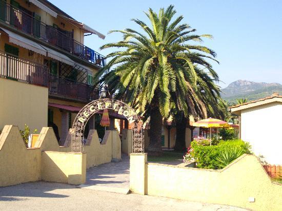 Villaggio Turistico La Valdana: Entrata