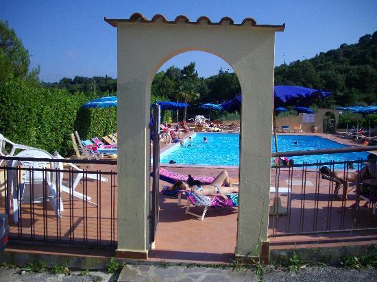 Villaggio Turistico La Valdana: La piscina