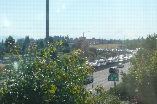 Comfort Inn Portland : Constant traffic outside window