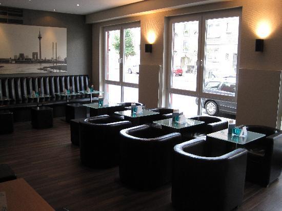 Première Classe Düsseldorf-City: The lobby
