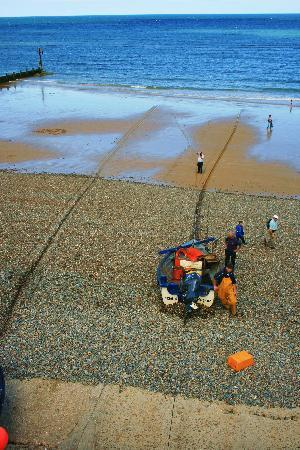 Camberley Guest House: Fishermen at work