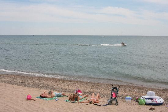 Illinois Beach State Park: Nice, peaceful, and clear beach next to the campground