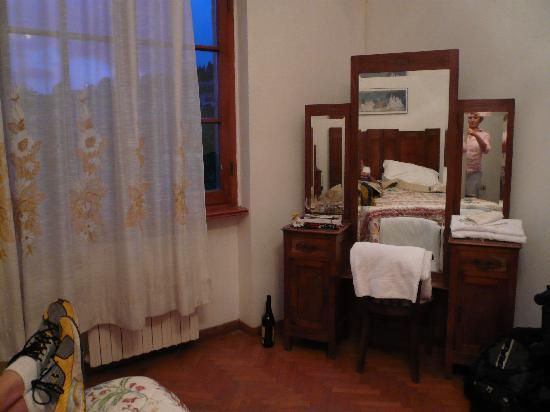 Hotel Podere Le Noci: room of alternative accommodation, awful