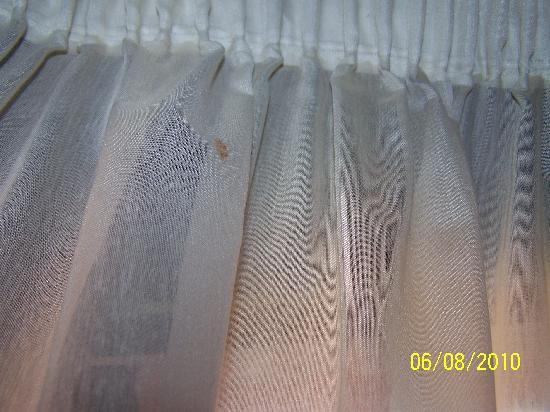 Finca Vista Bonita: cortinas sucias