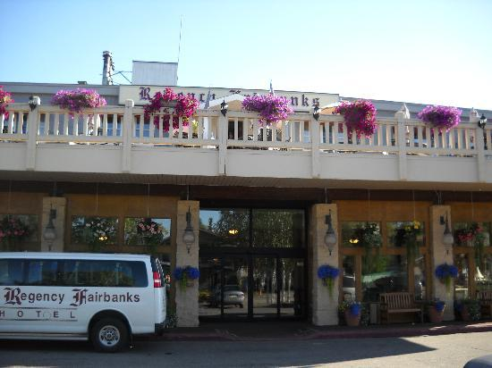 Regency Fairbanks Hotel: Front Entrance