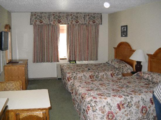 Regency Fairbanks Hotel: Regency Beds were Comfortable, Not Glorious