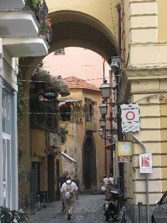 Hotel Villa Igea: Gassen von Sorrento