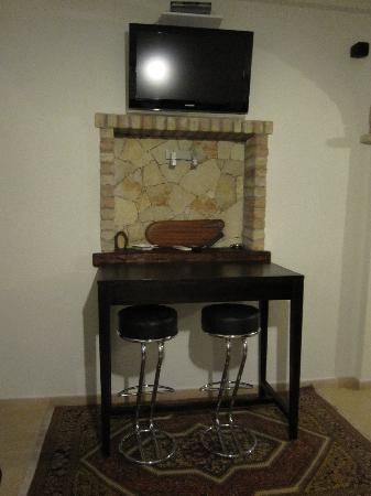 Il Cagliarese: Television and table area in common room