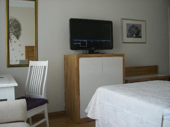 Hotel Rivoli Jardin: テレビには天気予報のページがありすぐに確認できます