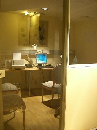 Hotel Rivoli Jardin: 地下にはビジネスに便利な個室があります