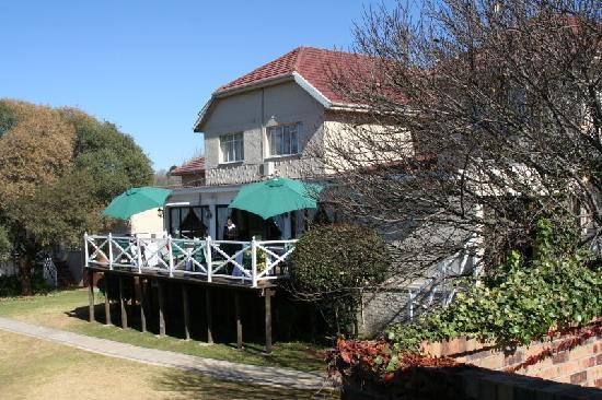 Greenwood Manor: Terrasse am Essensraum
