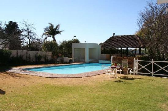 Greenwood Manor: Schwimmbad und Whirlpool