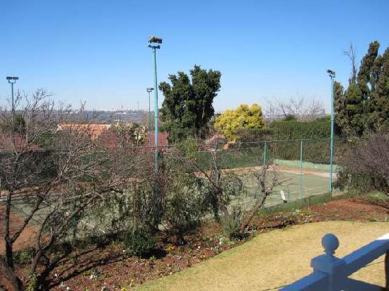 Greenwood Manor: Tennisplatz am Haus